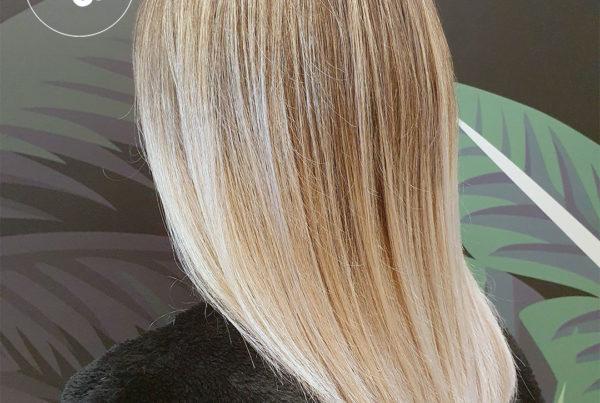 Femme blonde avec un ombré hair à Maison Bis Nantes